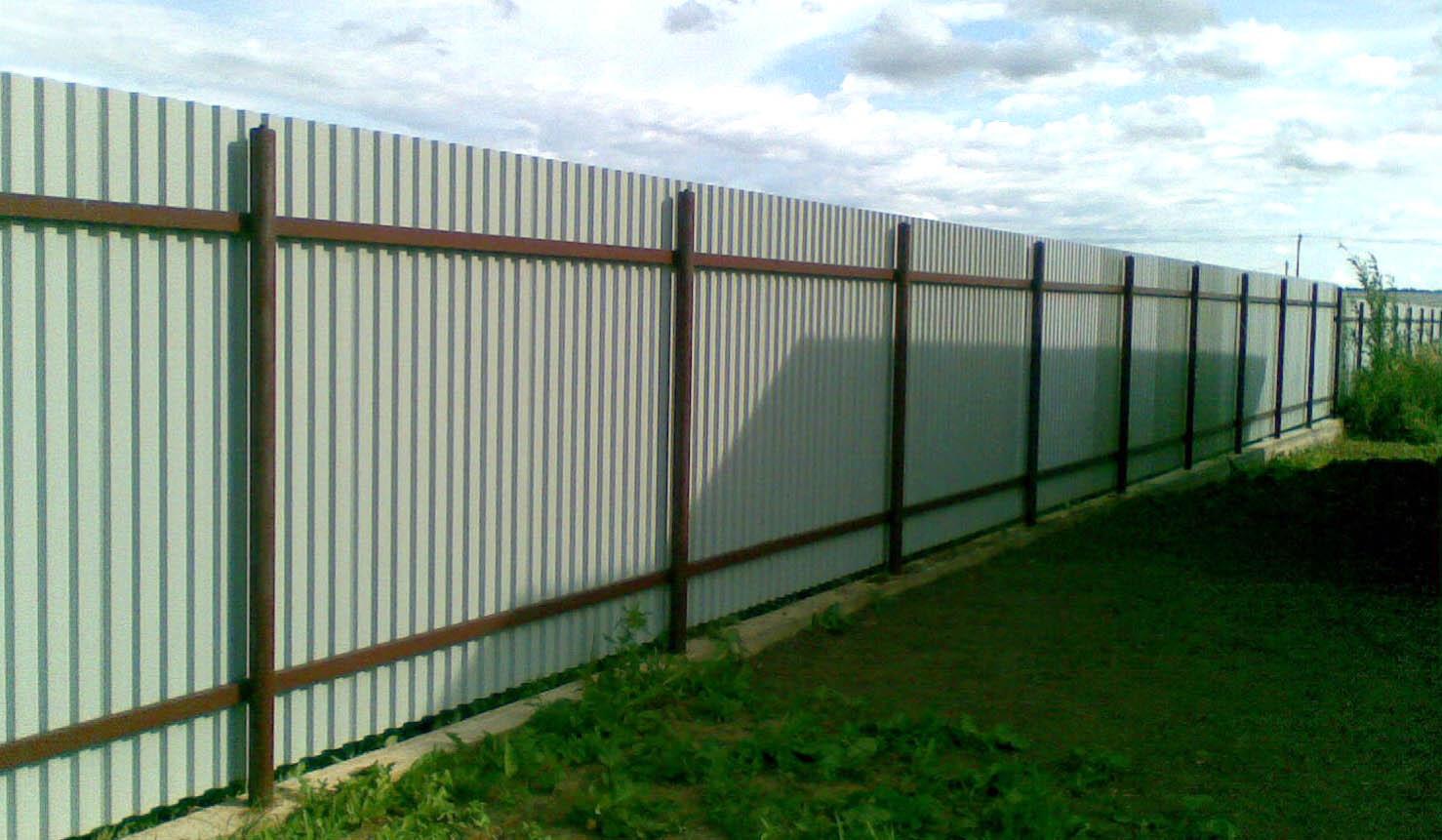 Как сделать забор для дачи из профнастила своими руками 45